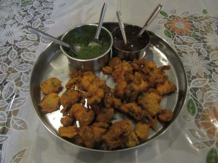 Sebze Pakora -nane ve mango sosu ıle